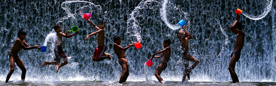 Children-Playing-in-Indonesia-1